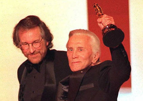 Steven Spielberg leaves tribute to Kirk Douglas after his death