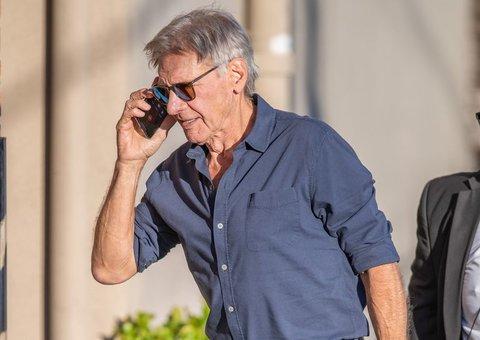 Harrison Ford is a proper pilot who wears a proper pilot's watch