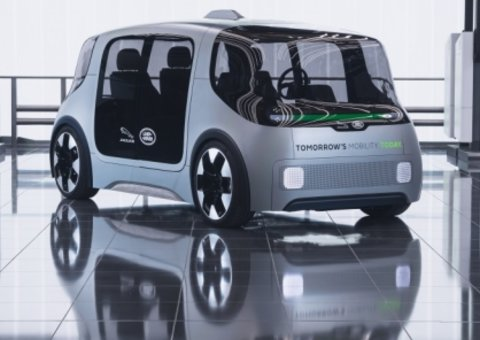 Land Rover's self-driving car to hit streets next year
