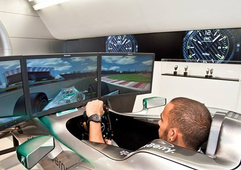 Can Lewis Hamilton be a champion in e-sports, too?