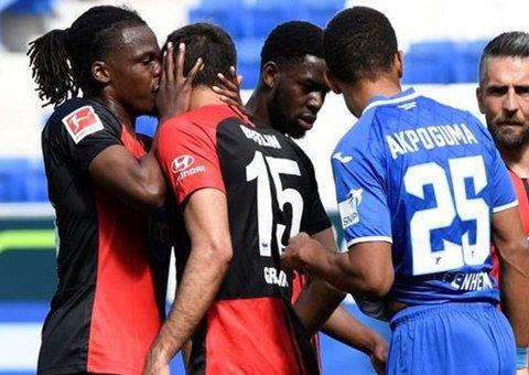 Calls for Bundesliga to tighten up hygiene after hugs, kisses during goal celebrations