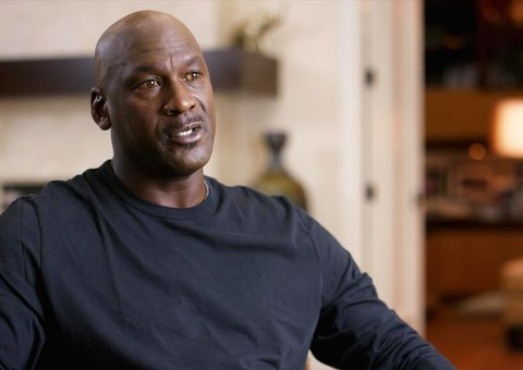 Why are Michael Jordan's eyes so yellow in The Last Dance?