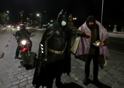 Batman spotted in Chile delivering free food to homeless