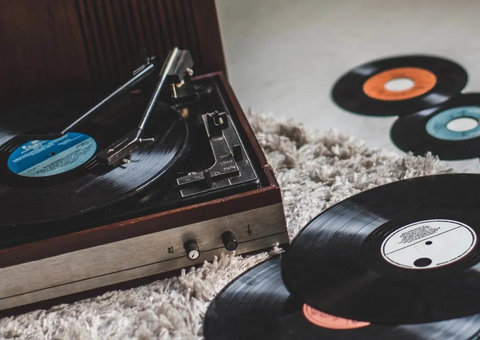 Vinyl records outsell CDs for first time since 1980s