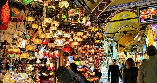 Turkey's cafes, restaurants and Grand Bazaar re-open