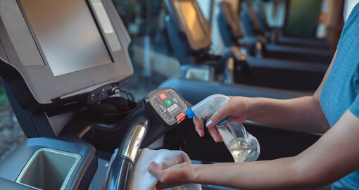 How to stay safe at the gym and maintain cleanliness when working out
