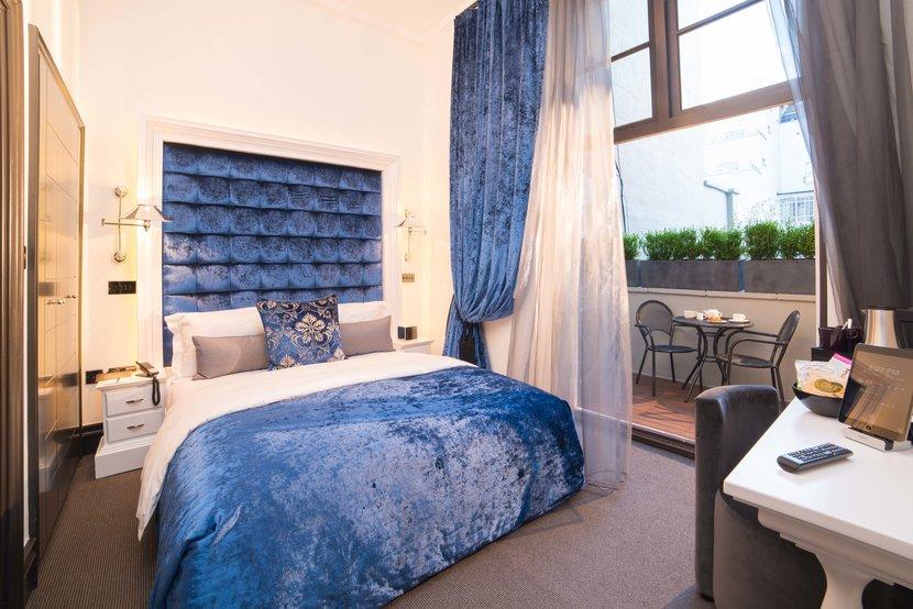 Signature luxury King room with balcony