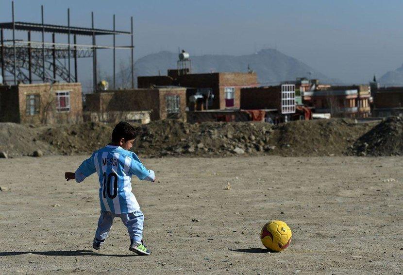 Leo Messi, Messi, Qatar, Afghan, Murtaza Ahmadi, UN, Kidnapping, Hostage, Viral, Barcelona, Argentina, Plastic bag shirt