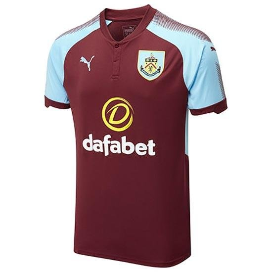 Burnley - Whilst this kit isn't offensively bad we're definitely not fans of the spray paint-esque pattern used on the shoulders. Then again we're not fans of Burnley's brand of hoof-it football either. 5/10
