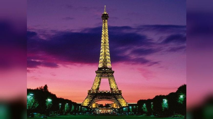 1. Eiffel Tower (France) - Instagram images: 4,654,699