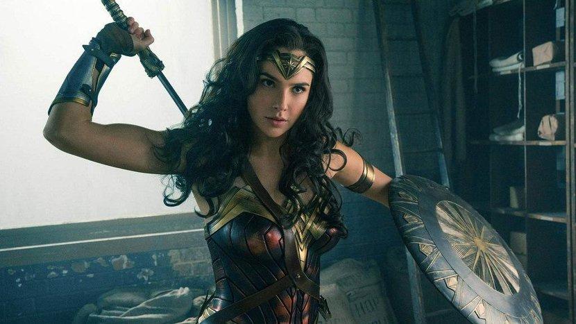 Wonder Woman, Gal Gadot, Girl Power, Marvel, DC, Superheroes, Highest grossing superhero, Female Superheroes