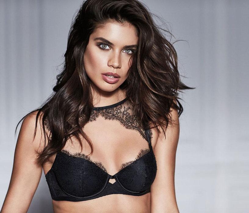 Sara Sampaio, Victoria secret, Valentine's Day