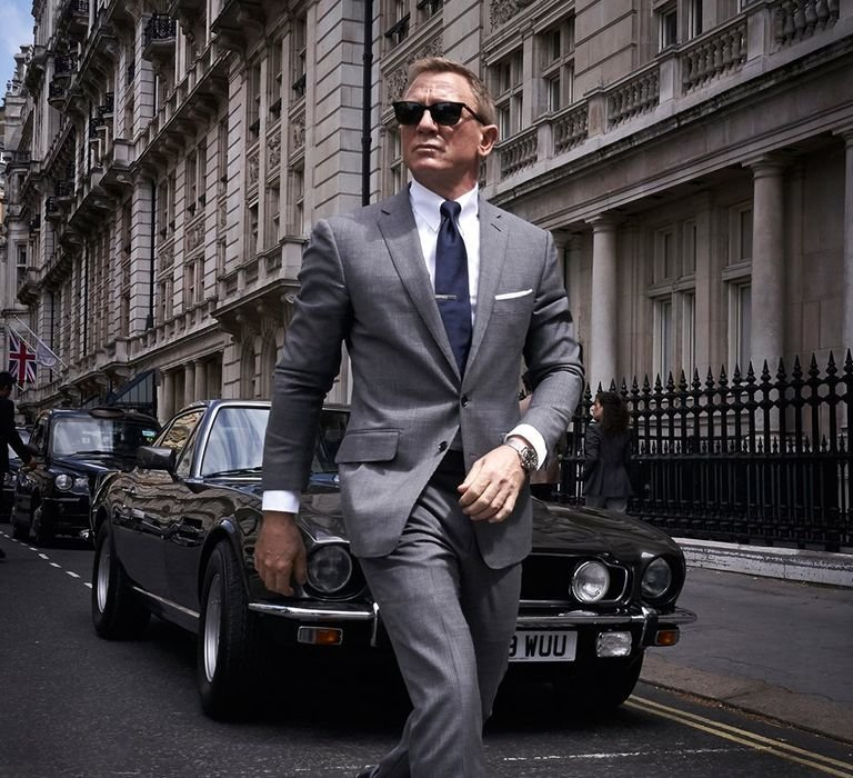 DaLewis, James Bond