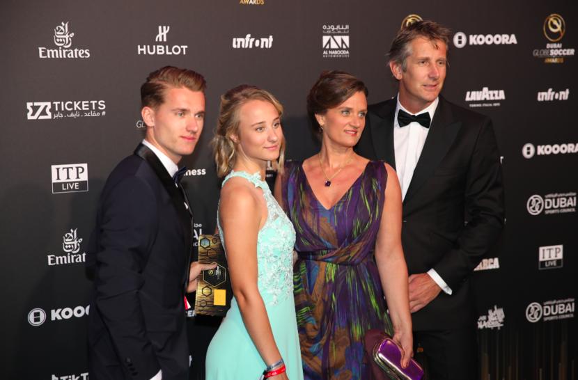 Former Dutch goalkeeper Edwin Van der Sarr and family