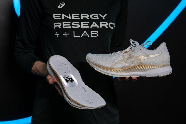 Asics smart shoes puts a tracker on