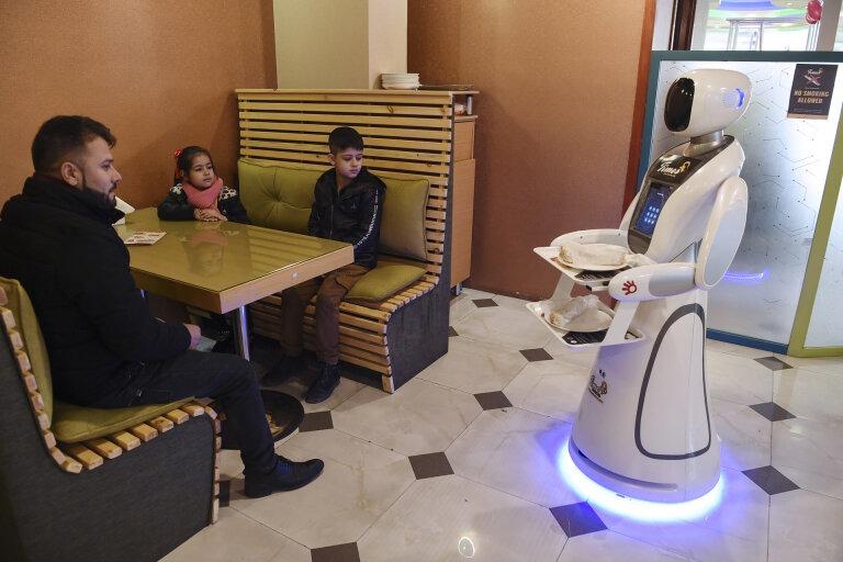 Timea, Robot, Afghanistan