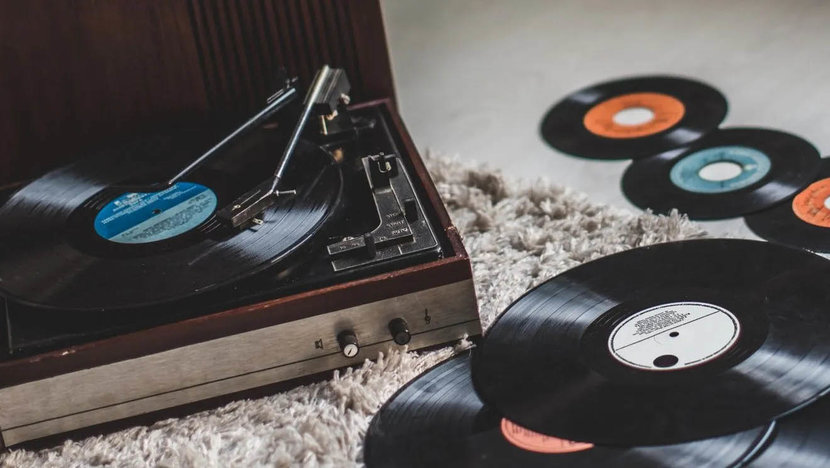 Vinyl, CDs, Music, CD, Physical music, Streaming services