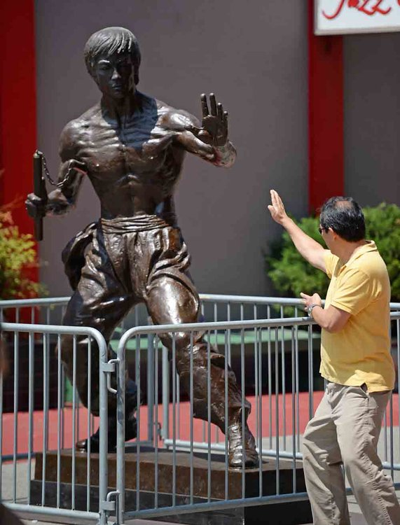 The statue of Bruce Lee in Chinatown Los Angeles