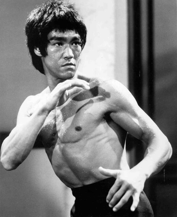 Bruce Lee, Bruce Lee self-improvement, Kung fu discipline, Martial arts self-improvement, Bruce Lee statue