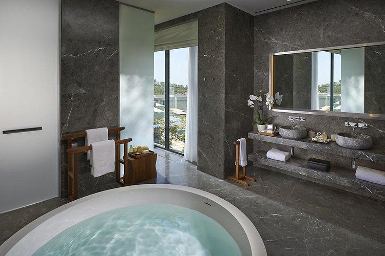 Mandarin Villa bathroom