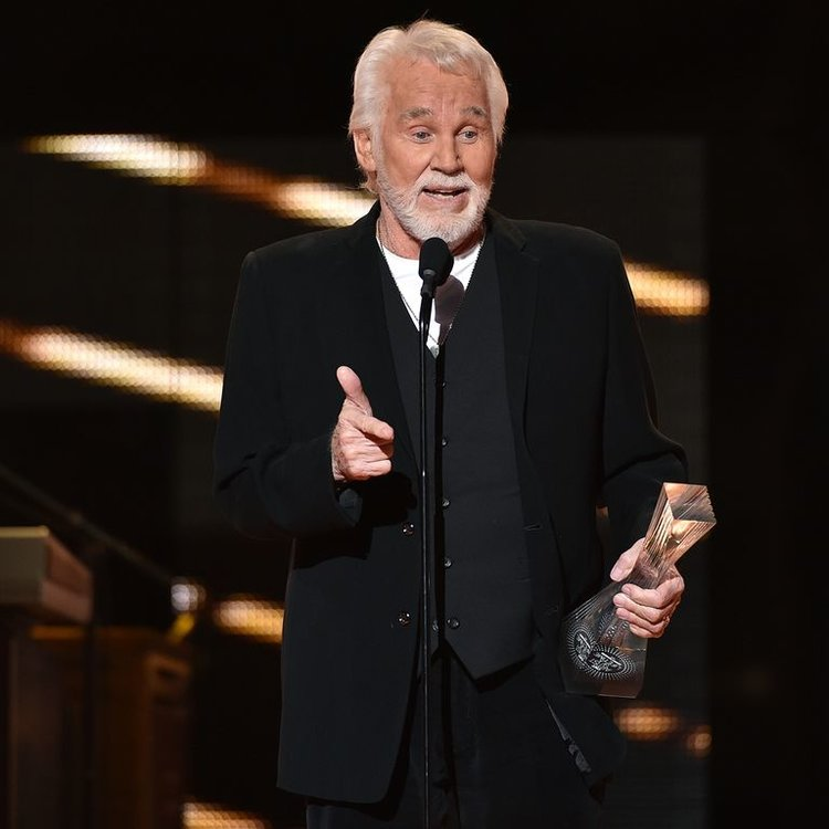 Country Music Legend Kenny Rogers Has Died At 81 Years Old Esquire Middle East